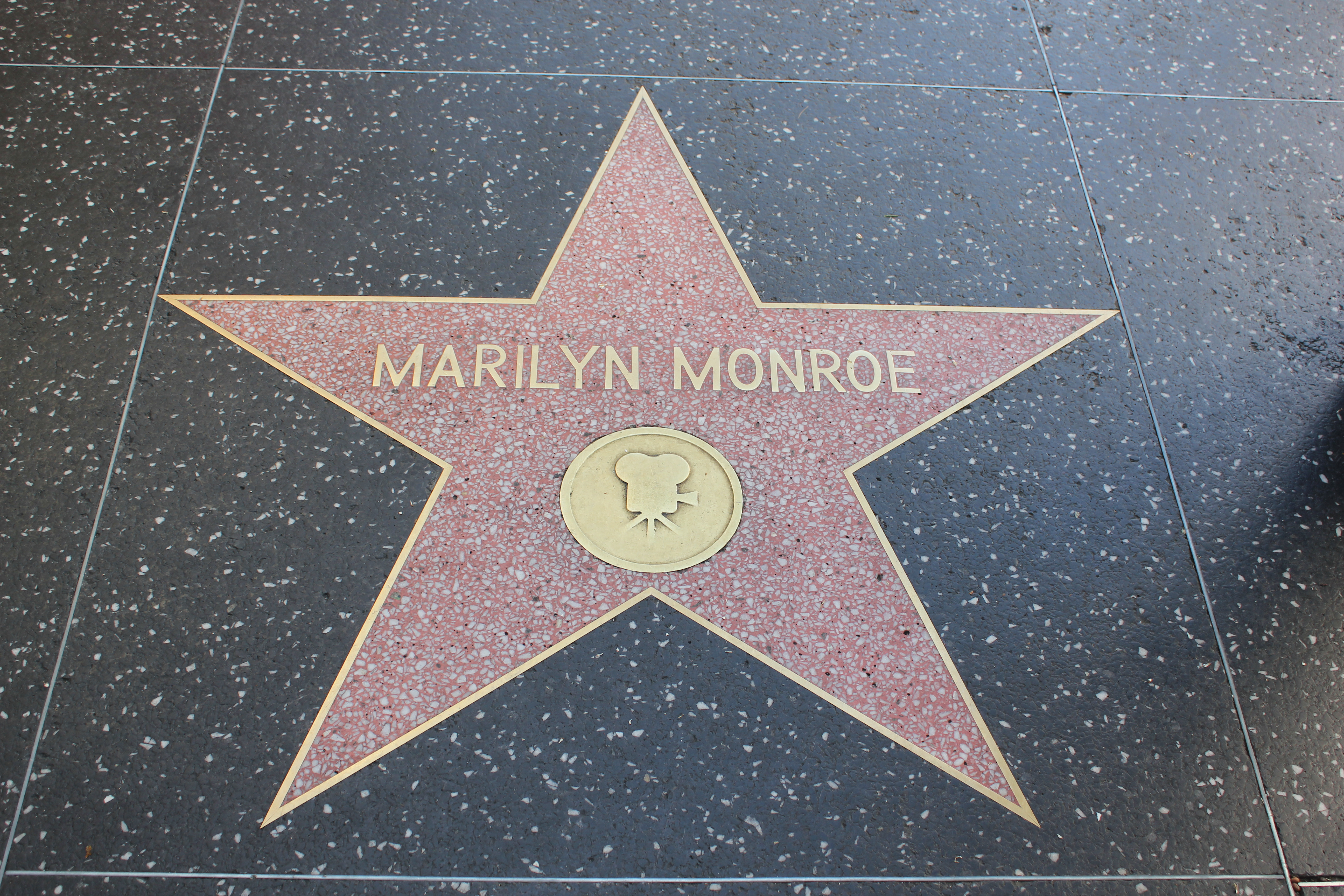 the life of marilyn monroe in hollywood High erotic myth of the twentieth century, the bitterness and frustration marked however sentimental and professional life on august 5, 1962, the american actress marilyn monroe, the great.
